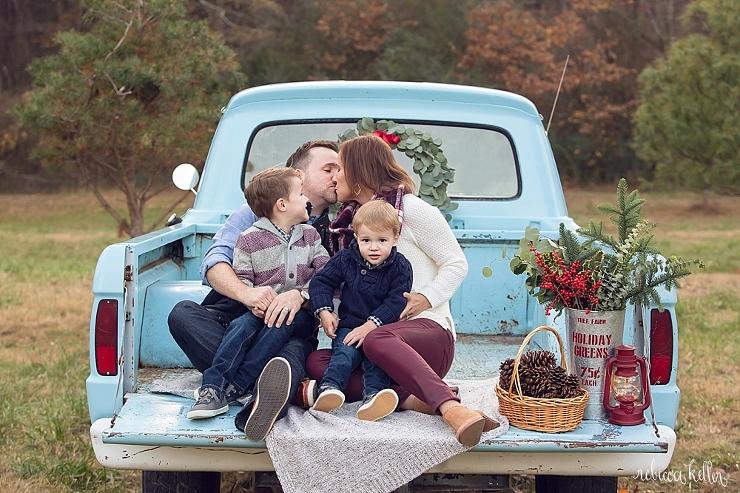 Raleigh-Chrismas-Truck-Mini-Sessions-Photographer-434_53e95.jpg