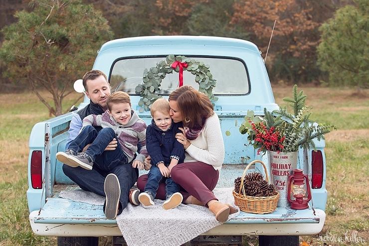 Raleigh-Chrismas-Truck-Mini-Sessions-Photographer-3434_5395.jpg